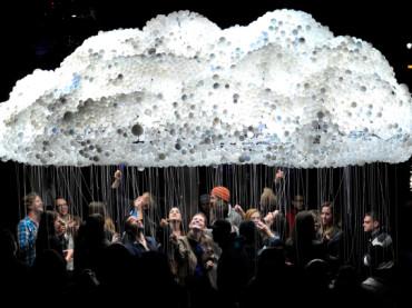 Sklepienie z chmur – niezwykła scenografia w Progress Bar, Chicago