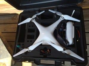 Dron z kamerką - czterośmigłowy