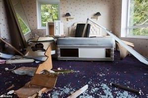 Pokój hotelowy zdewastowany - Eventowa Blogerka