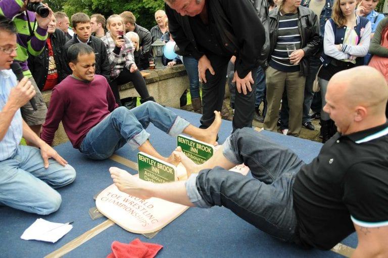 Światowe zawody w siłowaniu w palcach u stóp, Derbyshire, Anglia